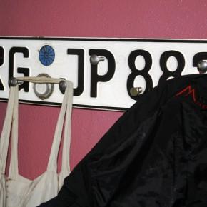 Nummernschild Garderobe upcycling