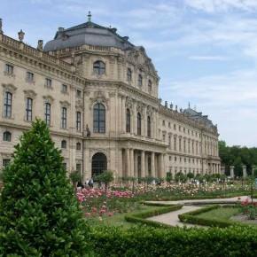 Würzburger Residenz mit dem Hofgarten und dem Residenzplatz