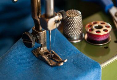 Jeans im Schritt reparieren