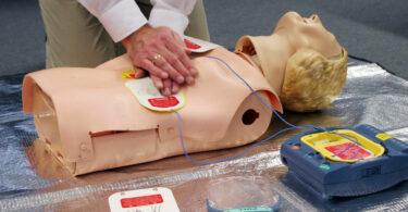 Herzdruckmassage Erste Hilfe Corona